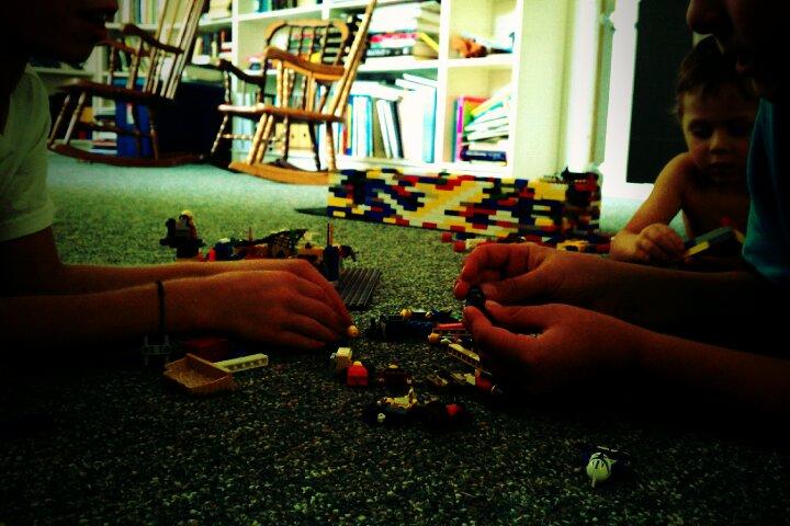 BOYS & LEGOS 09-11